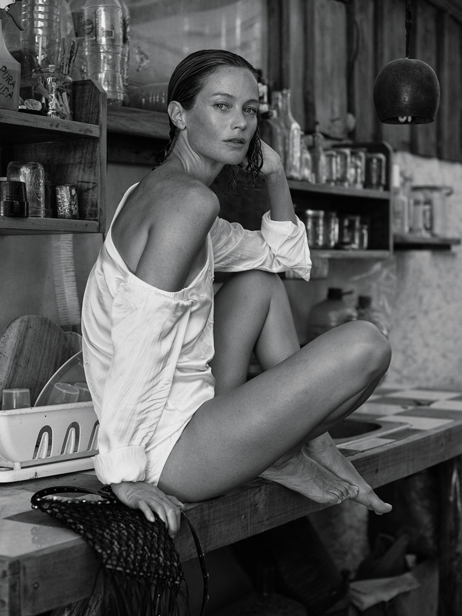 CAROLYN-MURPHY-BY-MIKAEL-JANSSON-FOR-INTERVIEW-MAGAZINE-MARCH-2016-19