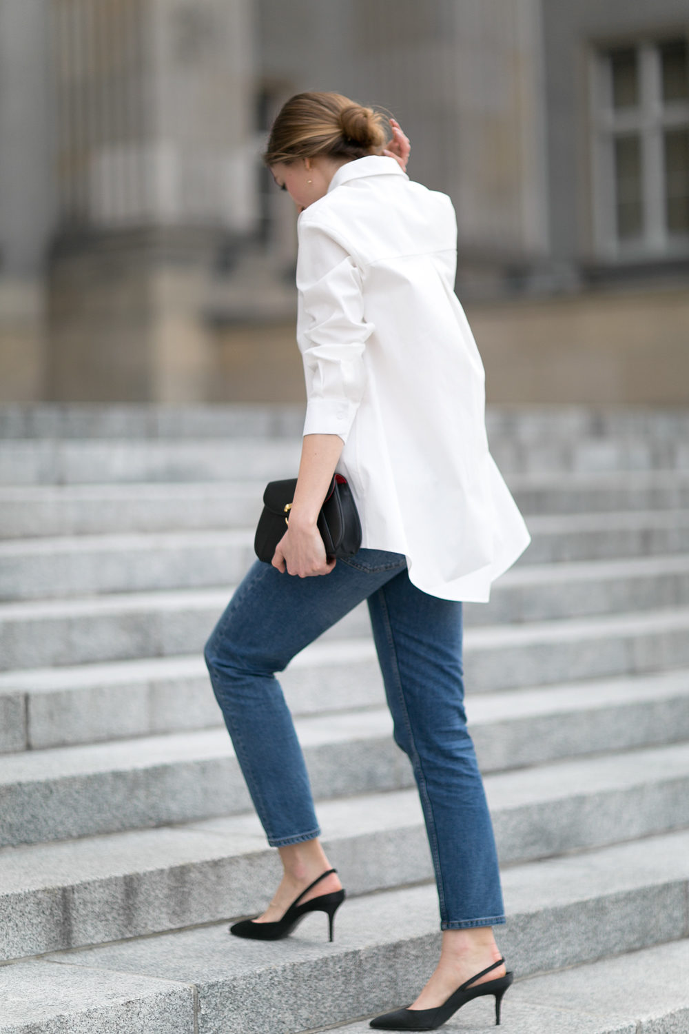 WHITE SHIRT AND PERLE DROP EARRINGS
