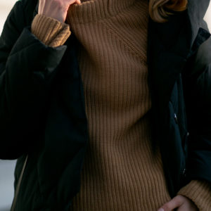 WOOL IN THE COLOR OF CAMEL